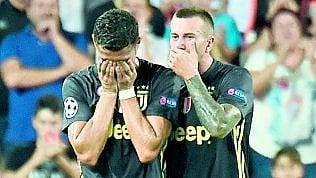 Espulso Ronaldo fotoMa la Juve resta super Valencia battuto 2-0Cr7 e una coppa rimasta nella preistoria di MAURIZIO CROSETTI