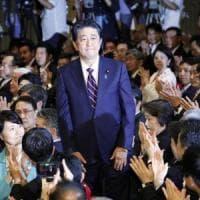 Giappone, il premier Abe riconfermato