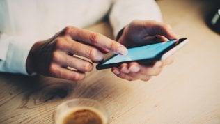 Tariffe cellulari, tutti i rincari e le super offerte degli operatori