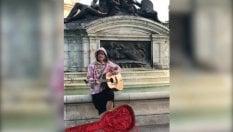 Bieber, serenata a sorpresa davanti Buckingham Palace