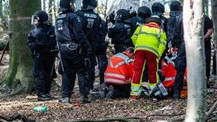 Hambach, tragedia allo sgombero del 'popolo della foresta': reporter precipita e muore