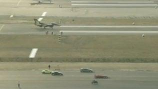 Sfida tra bolidi della velocità: in pista aerei, supercar e F1