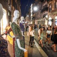 """Italiani meno """"formichine"""": scende il potere d'acquisto, ma salgono le spese"""