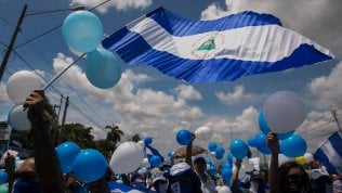L'ex guerrigliero sandinista Daniel Ortega accusato di violentare i diritti umani dei suoi cittadini
