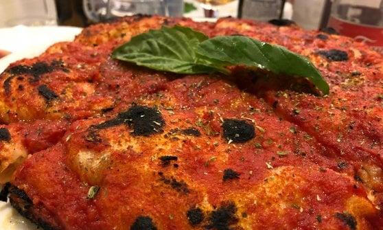 Alvignano: tra occhiali fluo, allegria e tradizione, una pizza che è una certezza