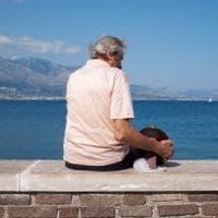 La storia dell'anziano che porta