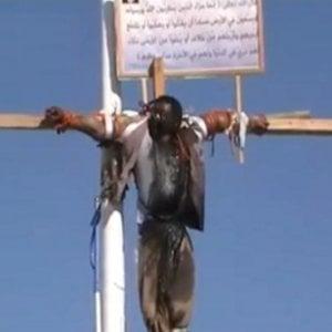 Pena di morte, Iran: impiccato un minorenne e in Arabi Saudita crocifisso un uomo per omicidio