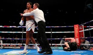 Boxe, Joshua resta re dei massimi: Povetkin abbattuto al settimo round
