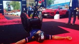 Incredibile Zanardi, nuovo record mondiale: 226 km di triathlon in 8 ore e 26 minuti