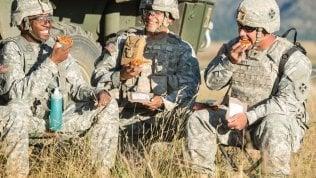 """La """"pizza eterna"""" entra nel rancio dei militari Usa: dura tre anni e resiste al caldo"""