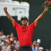 Golf, Tiger Woods torna alla vittoria in Pga dopo cinque anni