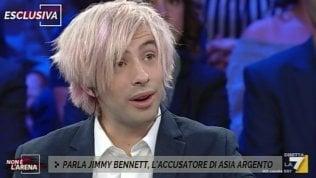 """Bennett accusa in tv, i social si schierano con Argento: """"Un'operazione commerciale"""" · video"""