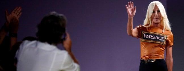Versace in vendita a Michael Kors. Donatella resterà nella società