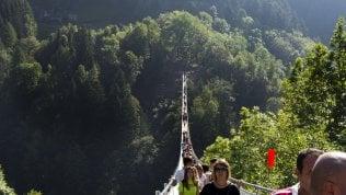 Ecco il ponte tibetano più alto d'Europa: brividi in Valtellina