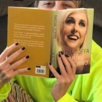 Nadia Toffa risponde su Twitter alle critiche per il suo libro sul cancro: