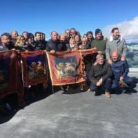 """Marmolada, il Veneto riunisce in vetta il consiglio regionale. Zaia: """"Siamo qui a..."""
