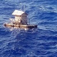 Ragazzo indonesiano sopravvive su una zattera nell'Oceano Indiano per 49