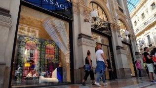 Versace in vendita a Michael Kors, domani l'annuncio. Donatella resterà nella società
