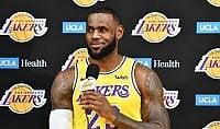 In maglia Lakers, parte la nuova avventura di Lebron