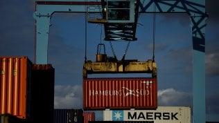 Borse incerte per le paure commerciali. Lo spread scende verso 230 punti, Milano balza dell'1,5%
