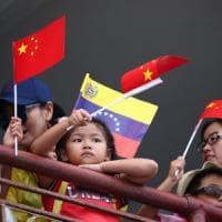 Venezuela, arrivata la nave ospedale cinese. E Maduro attacca Cile, Colombia
