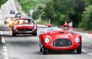 Ferrari colora le strade della Sardegna