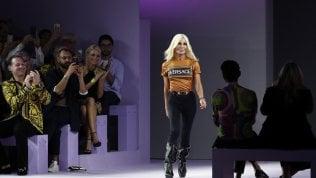Donatella Versace durante una sfilata