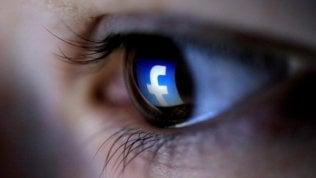 """Ex moderatrice denuncia Facebook: """"Filtriamo contenuti scioccanti, traumatizzata a vita"""""""