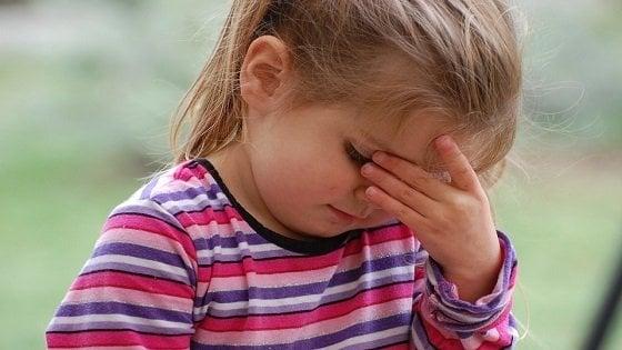 Il mal di testa dei bambini, come reagiscono i genitori