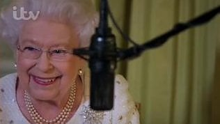 """""""Maestà, può leggere da capo?""""Ed Elisabetta scoppia a ridere"""