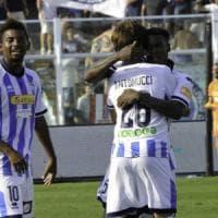 Serie B: il Verona resta in vetta, ma il Pescara risponde. Palermo ko a Brescia