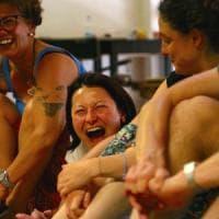 Più energia e meno stress con lo Yoga della risata