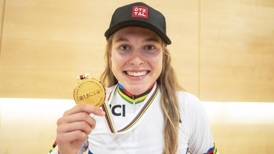 Ciclismo, Mondiali: Laura Stigger vince la prova juniores femminile, quarta l'azzurra Malcotti