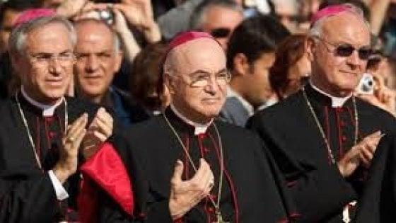 """Vaticano, l'ex nunzio Viganò attacca il Papa: """"Francesco, perché non parli?"""""""