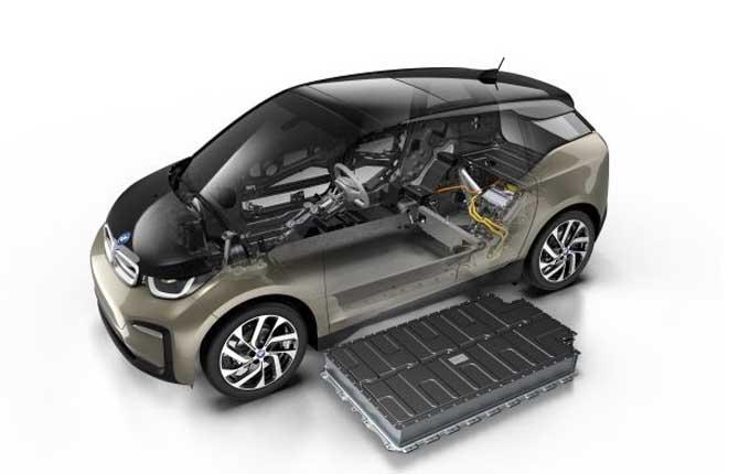 Bmw i3 e i3s, cresce la capacità della batteria