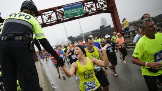 """Dalle scarpe all'idratazione: come """"prepararsi"""" in aereo per una maratona"""