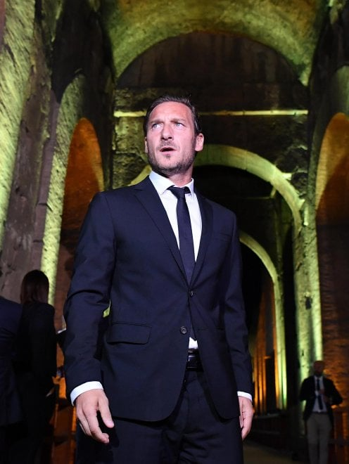 """Totti, presentazione del libro al Colosseo: """"Il ritiro avrei preferito deciderlo con la mia testa"""""""