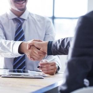 Candidato in ritardo, azienda impreparata sul cv: ecco gli errori imperdonabili ai colloqui di lavoro