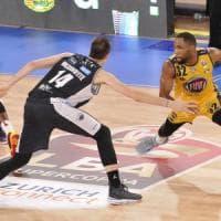 Basket, Supercoppa: Brown parte col sorriso, Torino in finale contro Milano