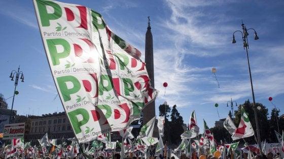 """Pd, prova della piazza contro il governo. Martina: """"Difendere l'Italia"""". Renzi: """"Resistenza civile"""". Salvini: """"Quattro gatti"""""""