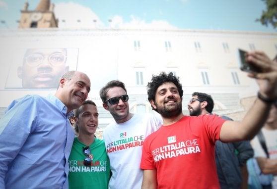 """Pd, 70mila alla manifestazione a Roma. I militanti: """"Vogliamo unità"""". Martina: """"A noi piacciono le piazze non i balconi"""""""