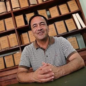 """Riace, il sindaco Domenico Lucano intercettato: """"In un giorno li sposiamo così gli diamo i documenti"""""""