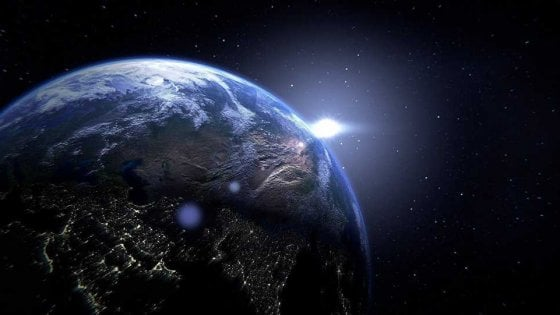 """""""La Terra si ridurrà a un campo da calcio grazie agli acceleratori"""", la teoria apocalittica di un fisico inglese"""