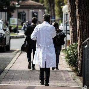 Dirigenti medici e docenti universitari: 36 indagati per corruzione e truffa, 11 misure cautelari
