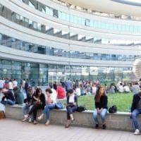 La fuga dei dottori di ricerca: un terzo dei fisici va a lavorare all'estero