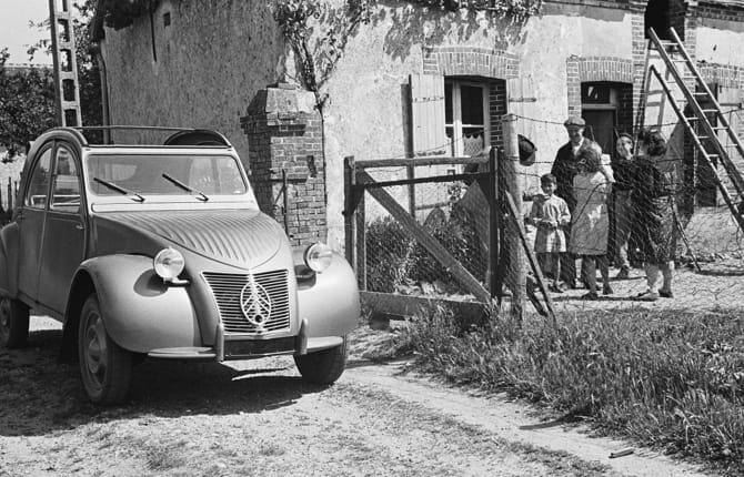 Citroën 2CV, mezzo secolo di passione