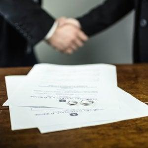 Reddito di cittadinanza e divorzio: basta assegni, ci pensa lo Stato. Il rischio delle false separazioni