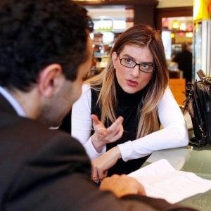Francia, il governo patrocina un corso per insegnare alle donne come chiedere un aumento