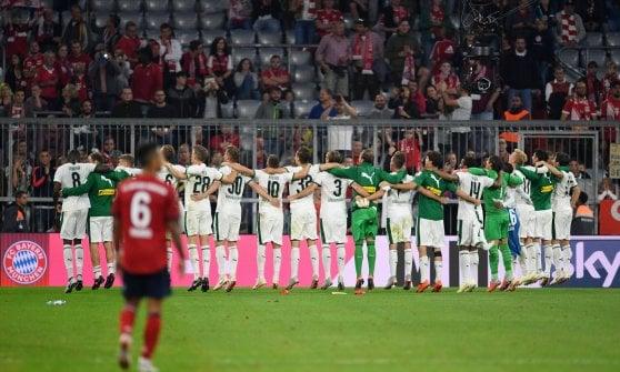 Germania, Dortmund vince al 96' 4-3 e resta in vetta. Bayern ko in casa: ora è crisi