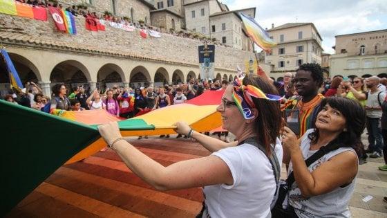 """Marcia della pace di Assisi, in 100mila per dire: """"Nessuno sia lasciato solo"""""""